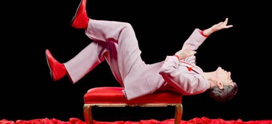 Ángel Pavlovsky durante una actuación teatral  / fuente de la fotografía: teatroechegaray.com