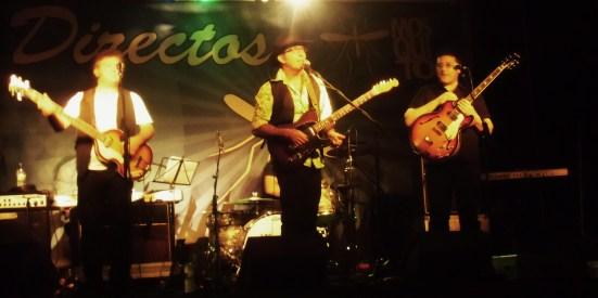 Fotografía promocional de un directo de Los Escarabajos.