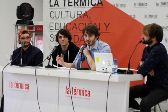 Elphomega, Joan Colomo, Ignacio Simón y Maxime Dodinet, durante el coloquio 'Crowfunding: éxitos y fracasos de la nueva financiación'. // Fuente de la fotografía: La Térmica