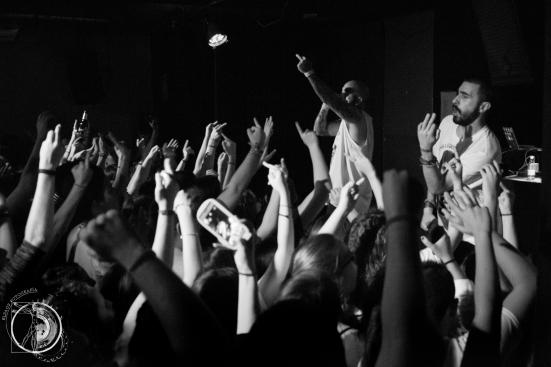 El público apoyó en todo momento al rapero.